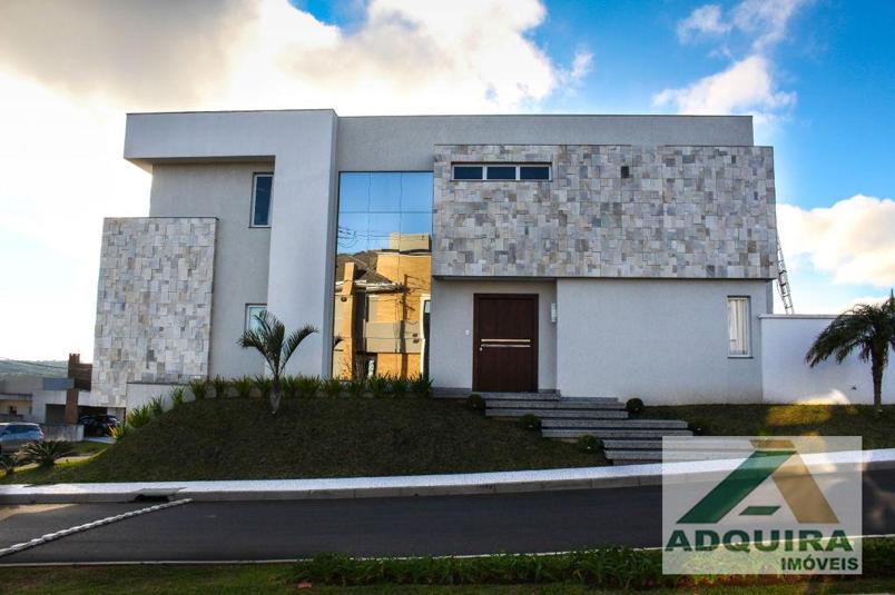 Exemplo de casa de alto padrão em condomínio fechado disponível no portfólio de imóveis da imobiliária Adquira Imóveis