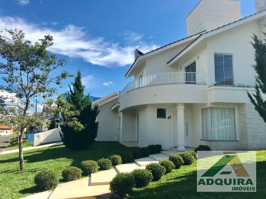 Um exemplo de casa de alto padrão à venda em Ponta Grossa presente no catálogo da Adquira Imóveis