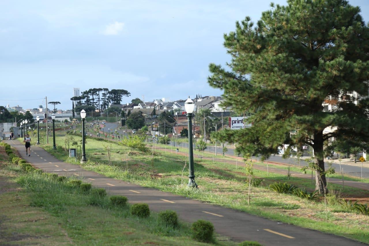 Parque Linear localizado no bairro de Oficinas. Espaço muito usado para prática de esportes. Imagem: Prefeitura Municipal